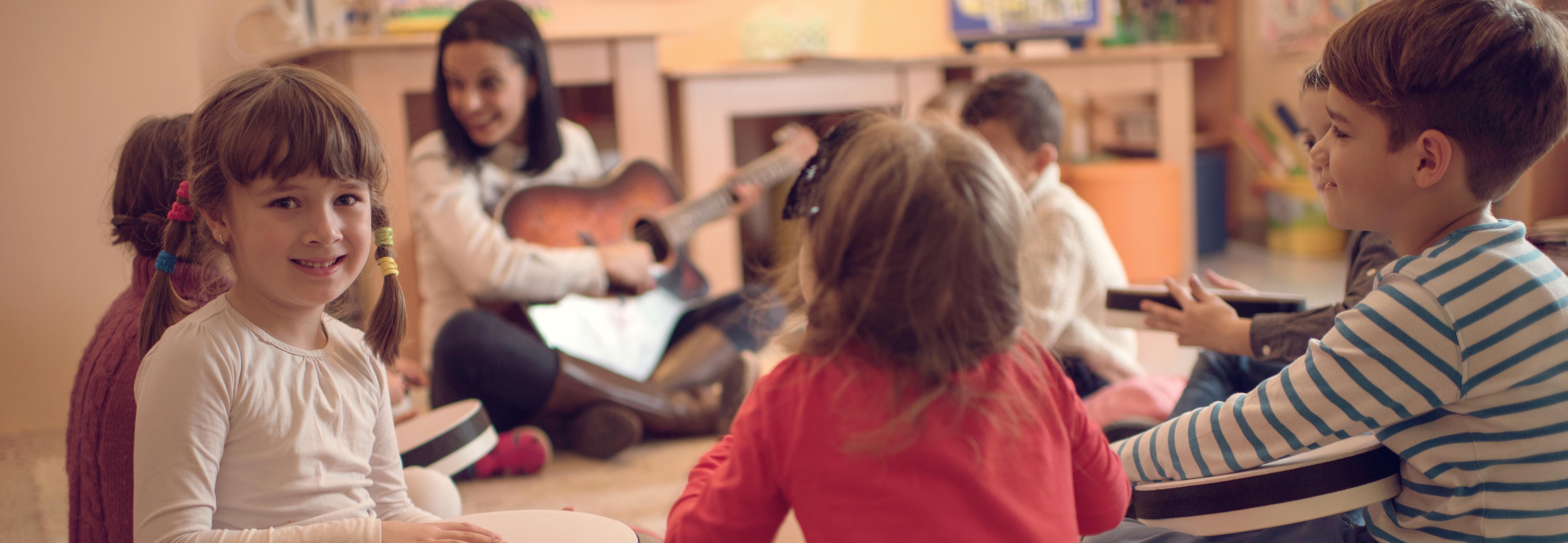 El máster oficial online en Musicoterapia capacita a los alumnos para desarrollar proyectos en hospitales y centros sociales y educativos y comenzar trabajos de investigación