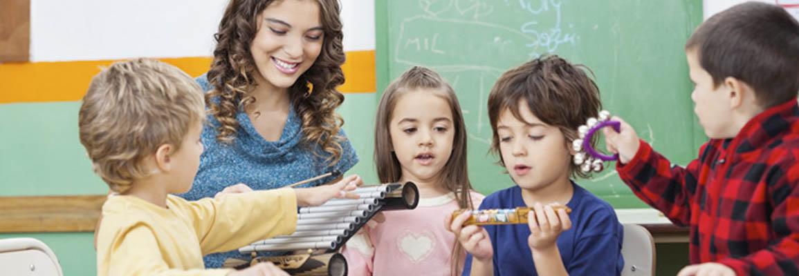 Profesora con niños
