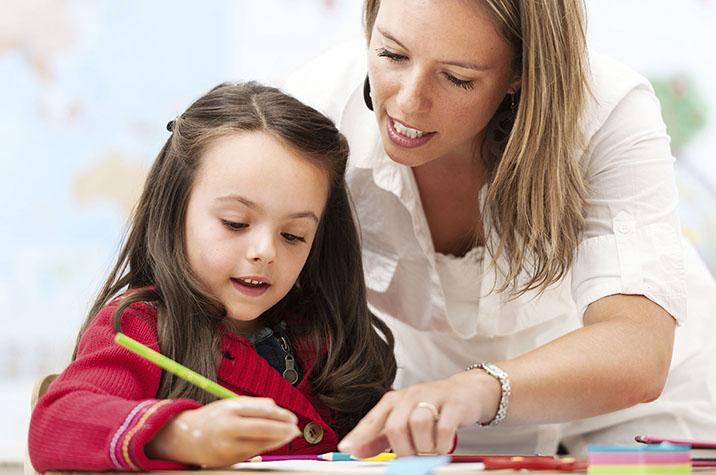 profesora y niña